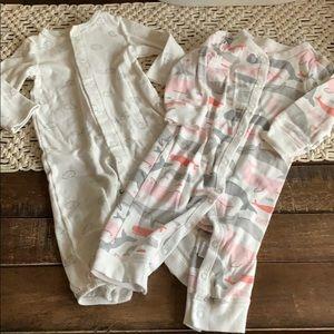 lot of 2 Carter's baby girl pajamas size 9 m EUC